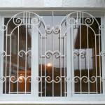 Фото 1: Металлические решетки на окна