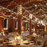 Фото 2: Декорирование люстрами светильниками