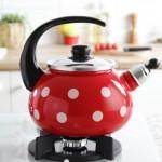 Фото 16: Эмалированный чайник в горошек со свистком