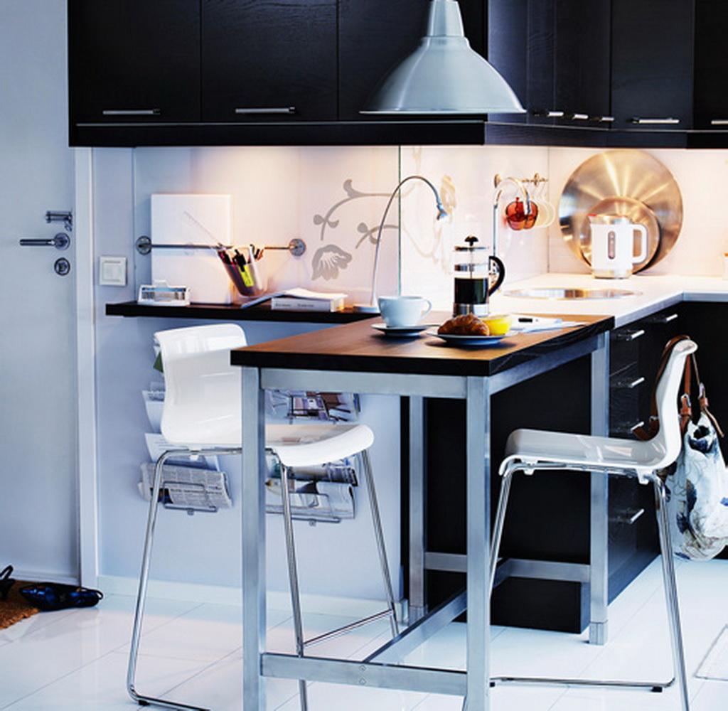 Использование барных стульев для маленькой кухни
