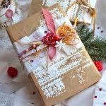 Фото 33: Украшение упаковки подарка элементами скрапбукинга