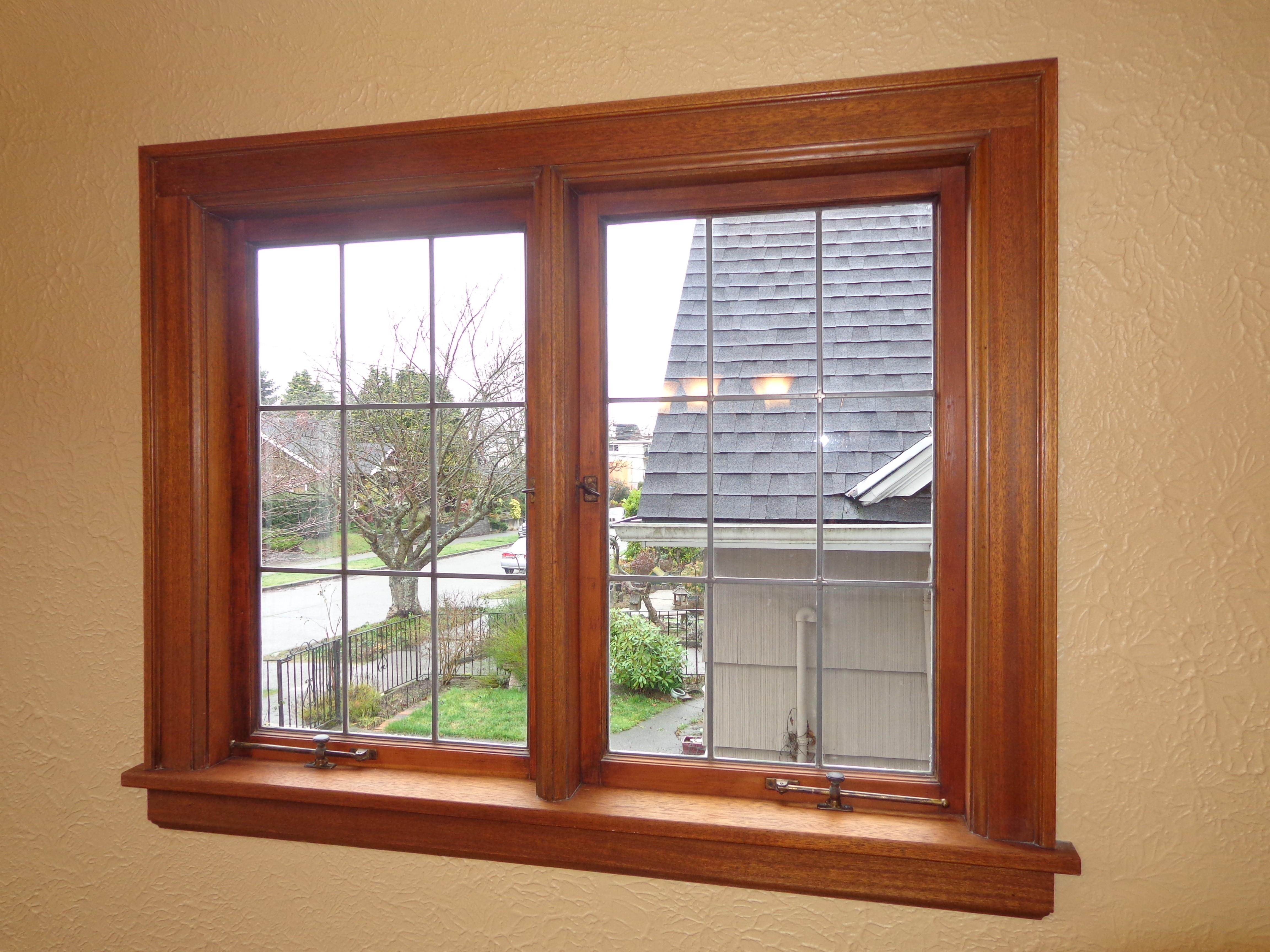 Деревянный вид окна