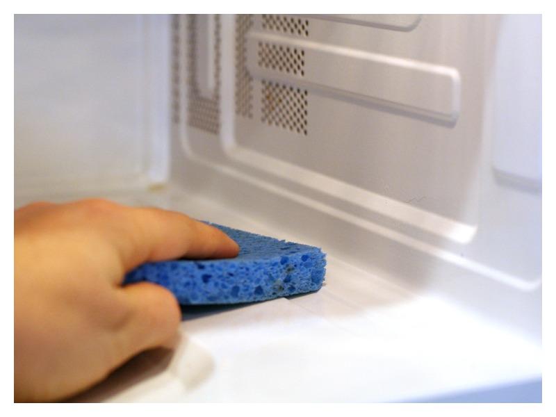 Как почистить микроволновку от жира внутри