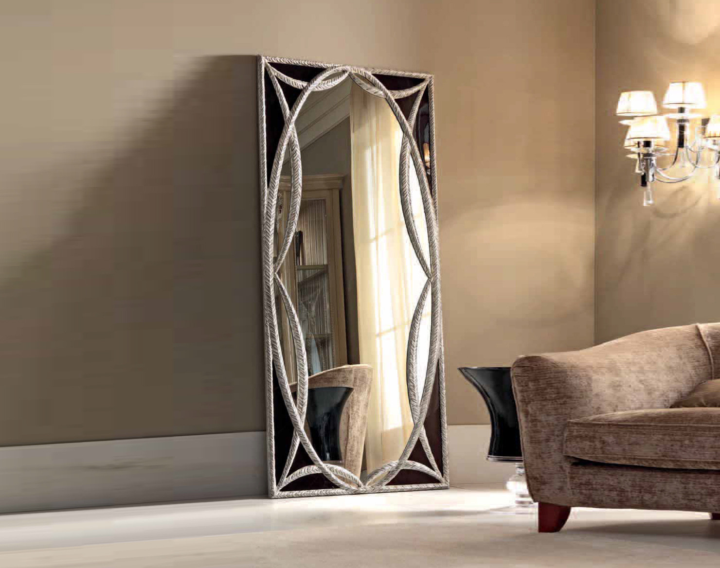 Зеркало с декором