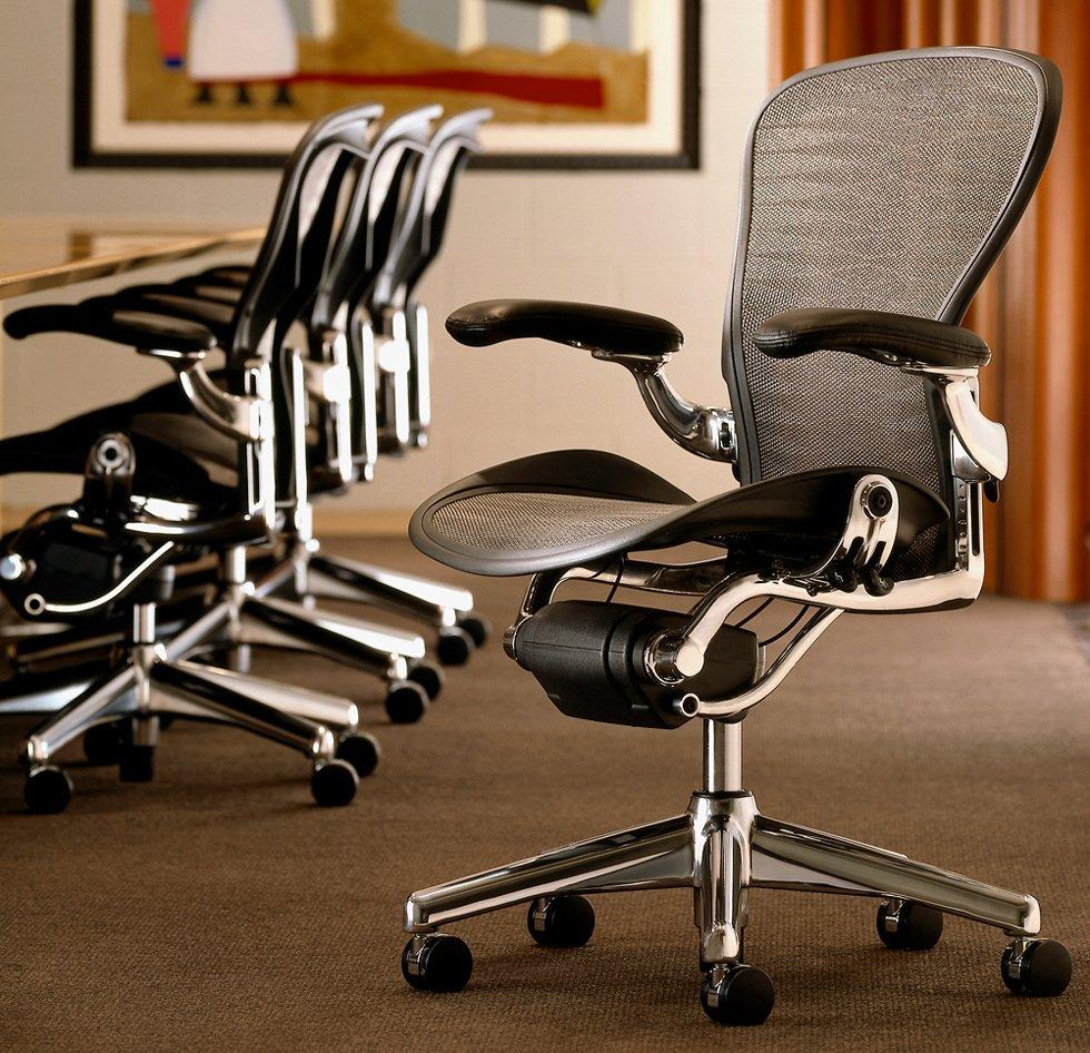 Кресло офисное на колесиках практичное