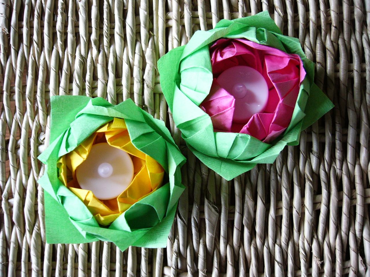 Два цветока лотоса из салфеток