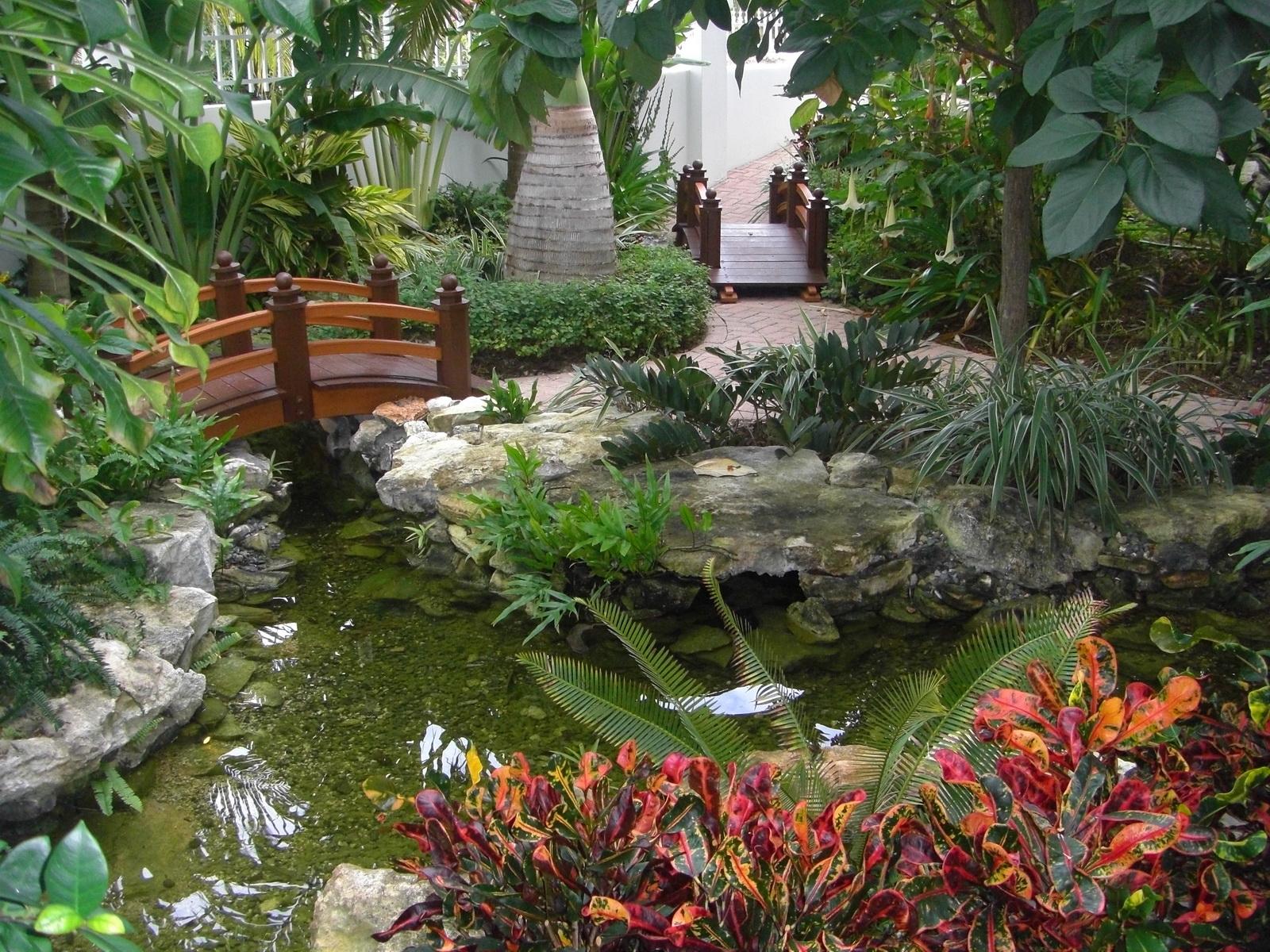 бывает, оранжереи с ручьем мостиком и фонтаном фото трубы главный