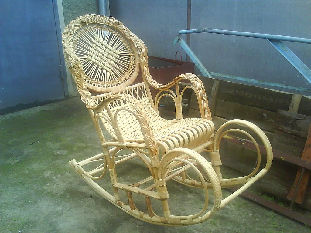 Плетенное кресло