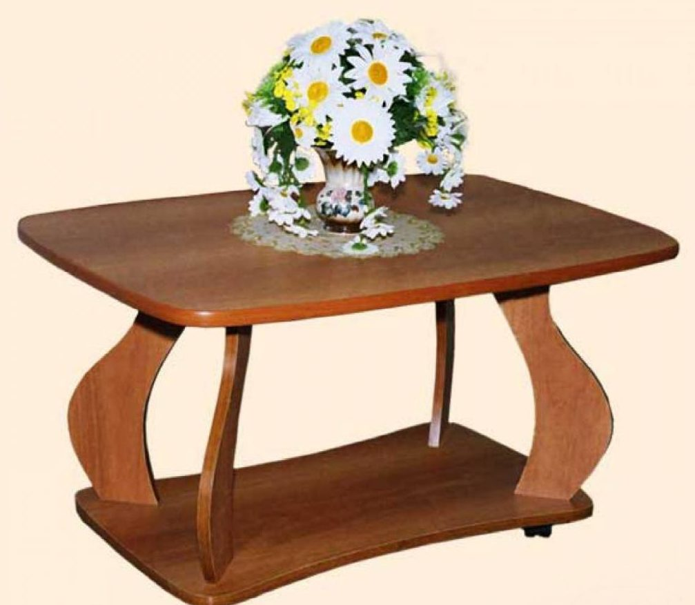 Журнальный стол с цветами