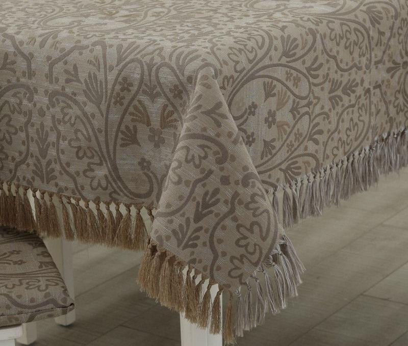 Декоративные элементы на скатертях