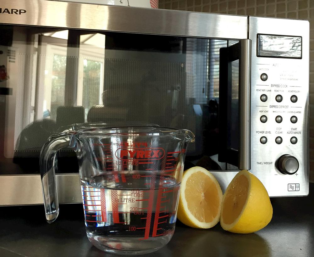 Как почистить микроволновку от жира лимоном