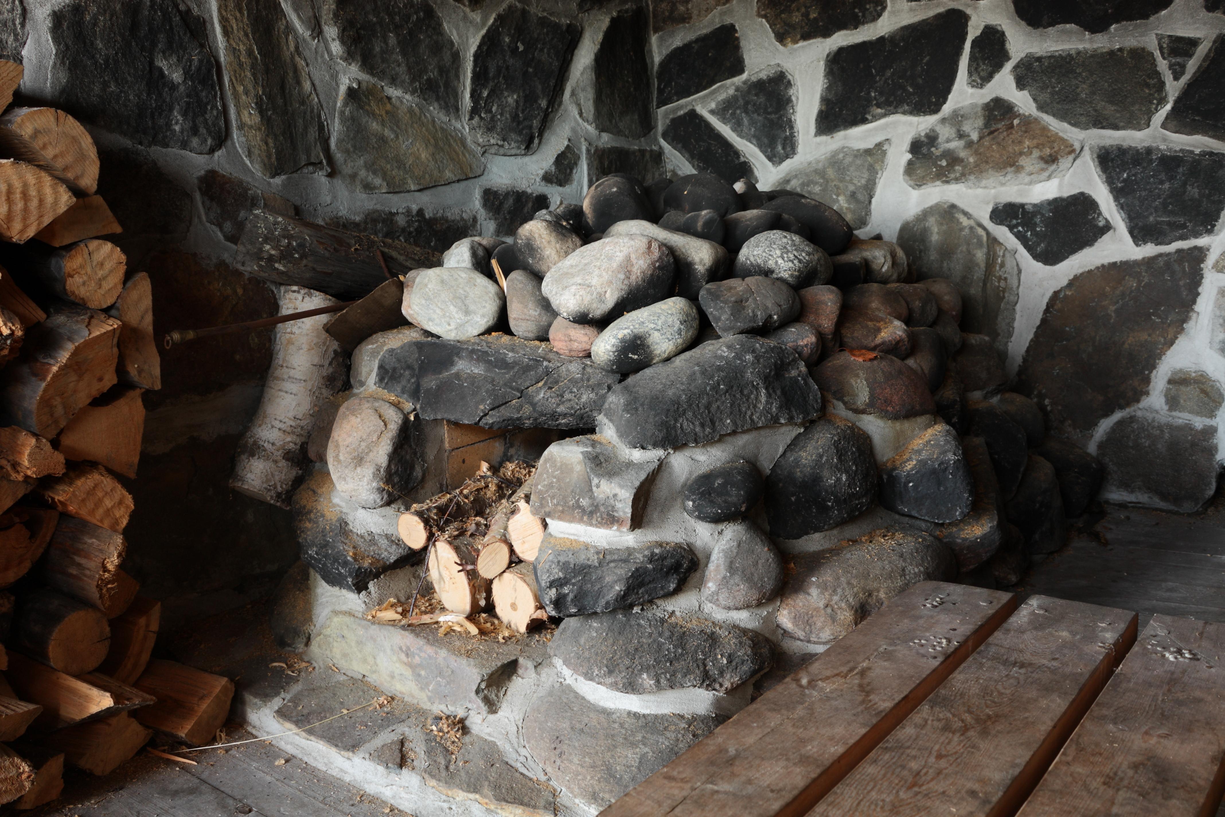 Печь в бани из бруса