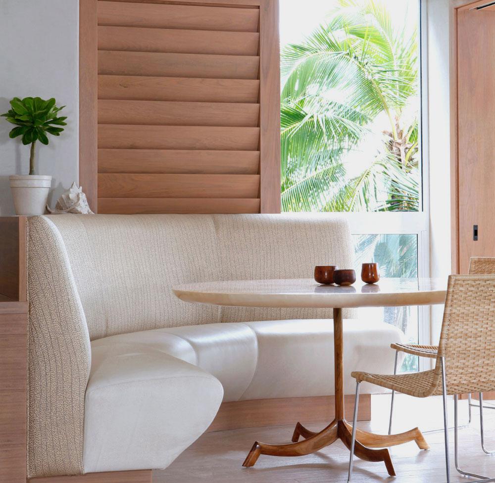 Белый угловой вариант дивана