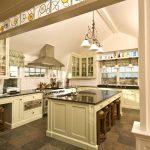 Фото 16: Отделка арки на кухню витражом