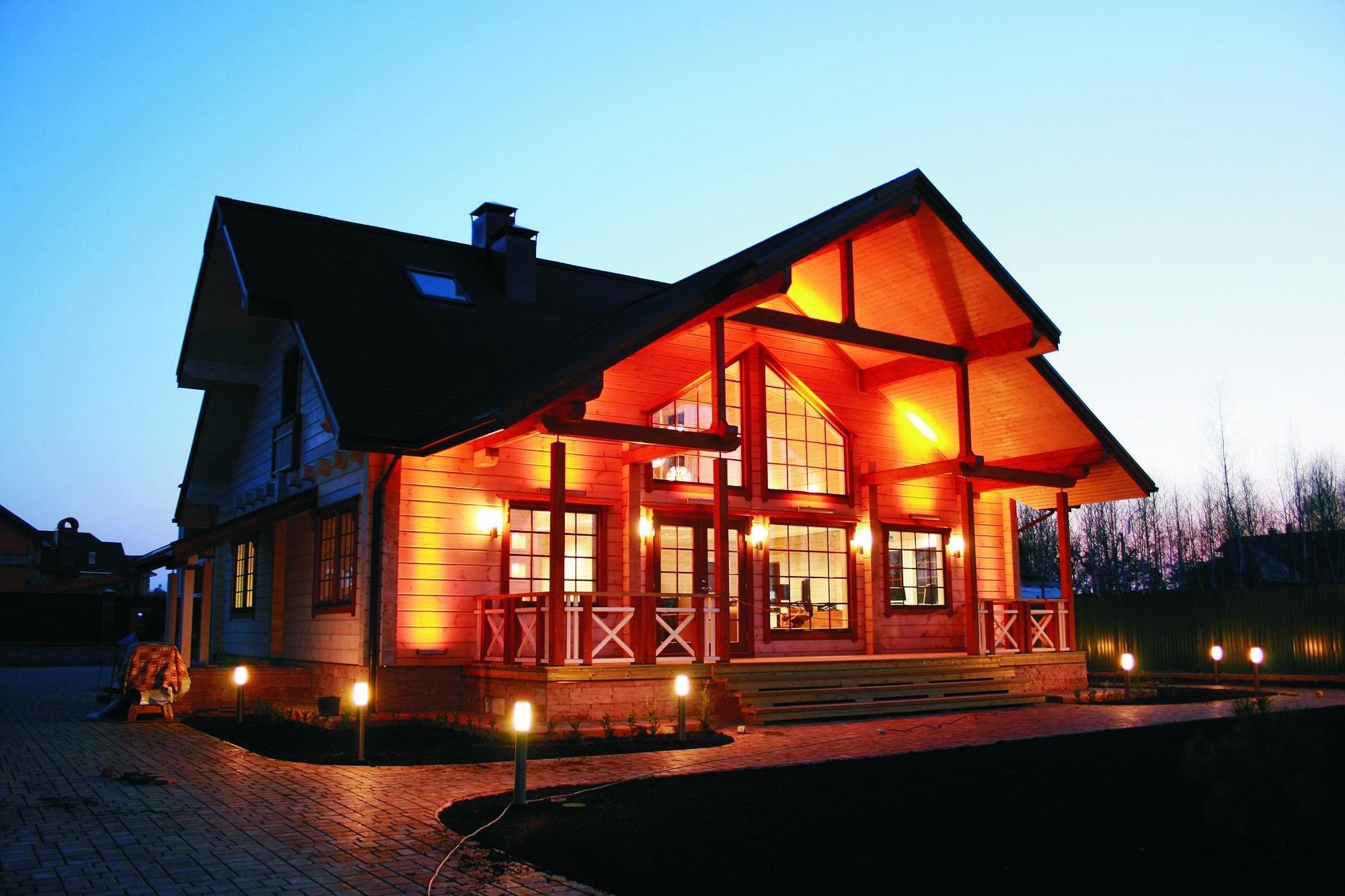 Финские дома из клееного бруса с вечерними огнями