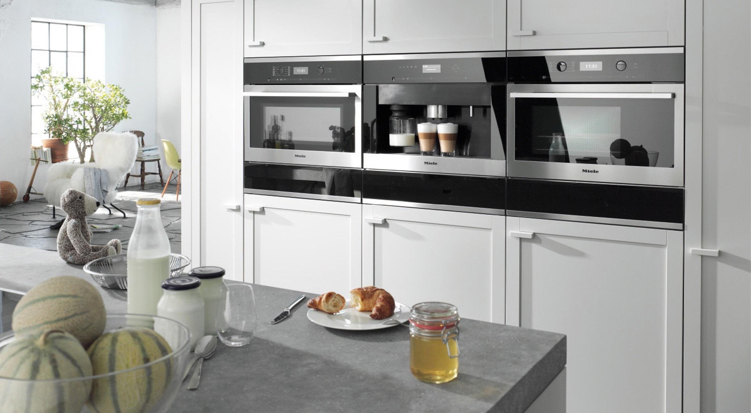 На фото техника кухонная