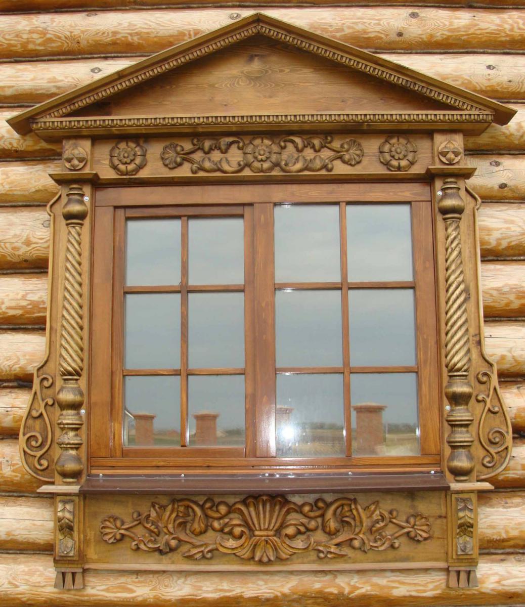 Окна с наличниками расписные