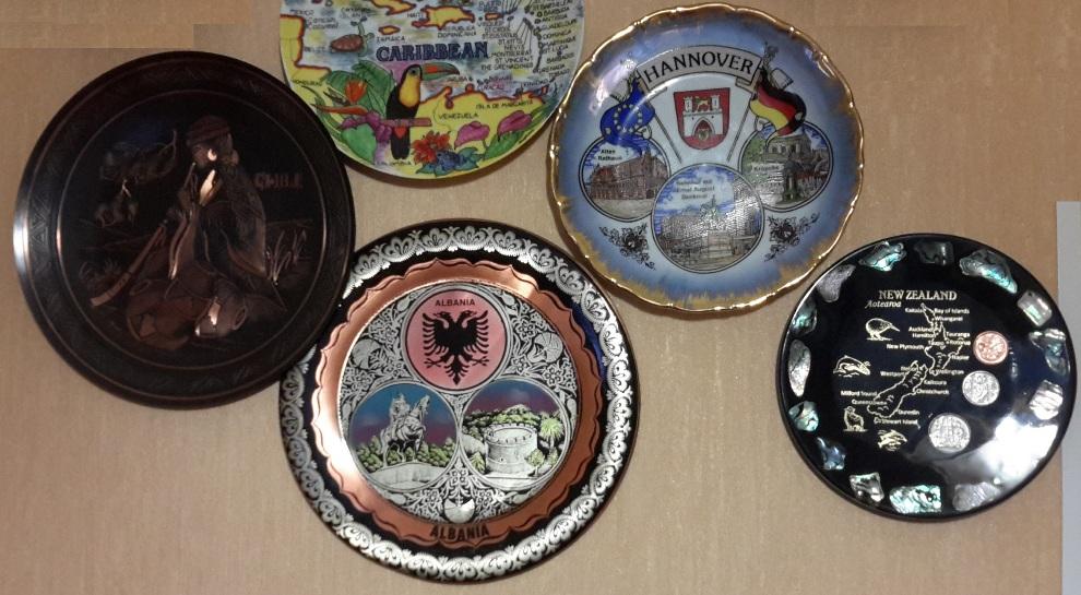 Украшение стен тарелками