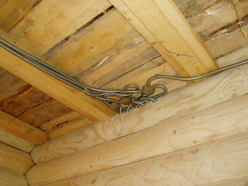 Проводка в деревянном доме своими руками на потолке