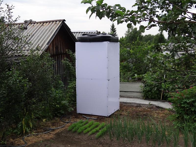 Летняя душевая кабина в огороде