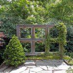 Фото 124: Пергола - шпалера из старой оконной рамы