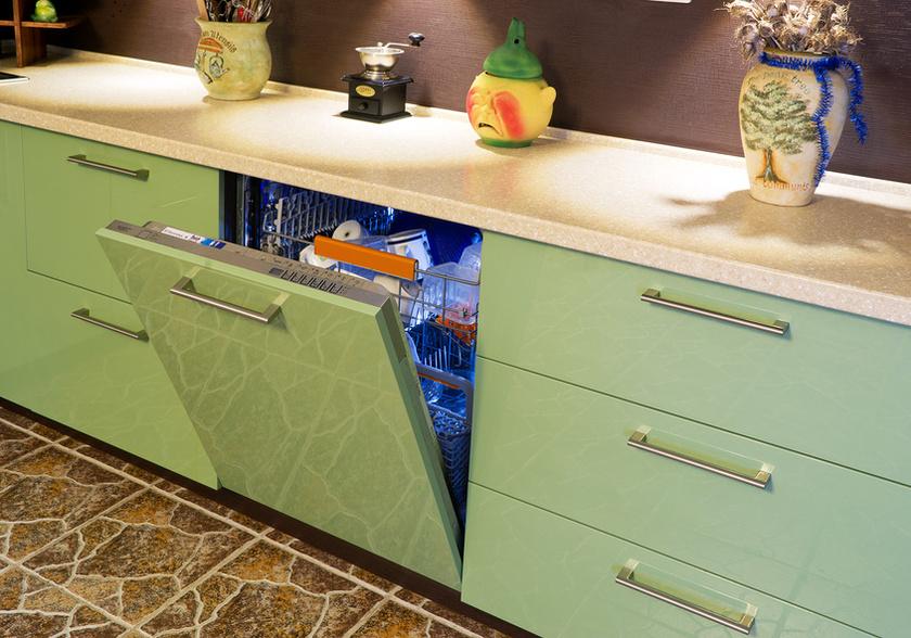 Узкая встроенная посудомоечная машина