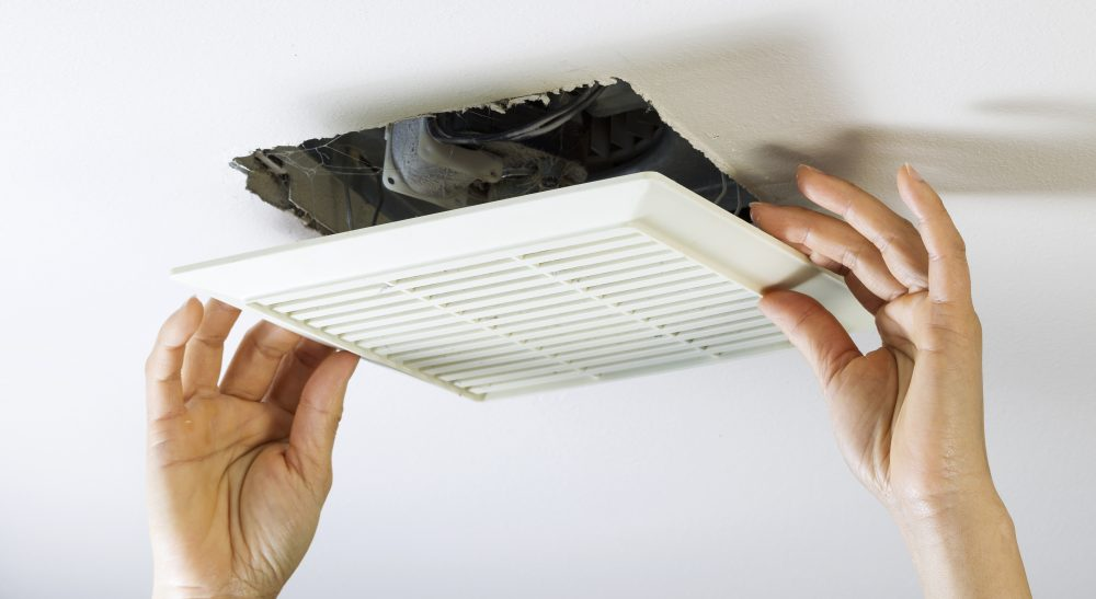 Проверка вентиляции против образования повышенной влажности и конденсата в квартире