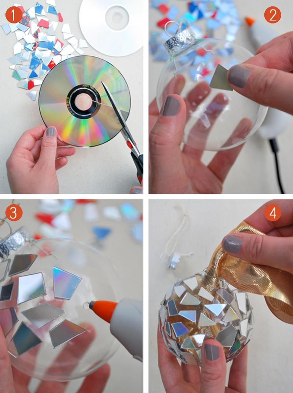 Украшение прозрачного елочного шарика с помощью диска