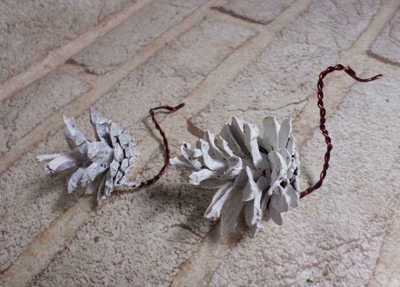 Шею лебедя можно сделать из синельной проволоки