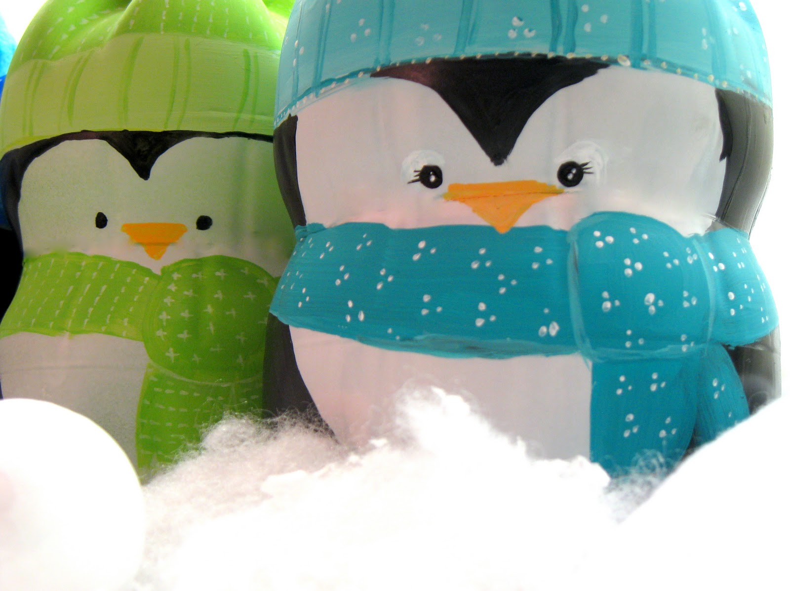 Пингвины из пластмассовых бутылок