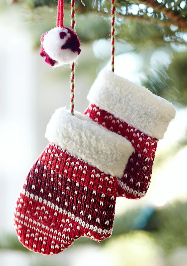 Новогодняя игрушка в виде варежек своими руками