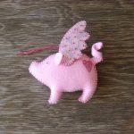 Фото 70: Брелок из фетра в виде свинки