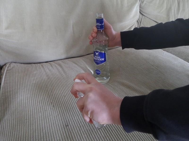 Удаление пятна водкой