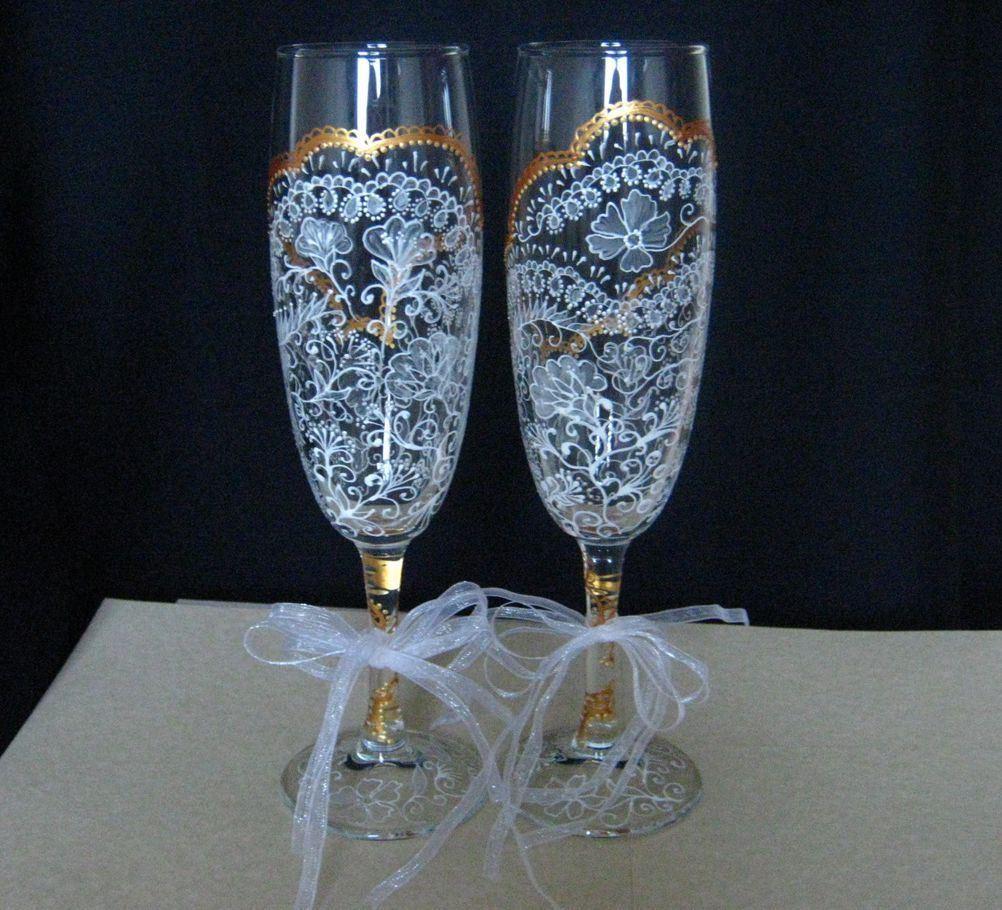 Роспись акриловыми или витражными красками придает бокалам необыкновенное очарование