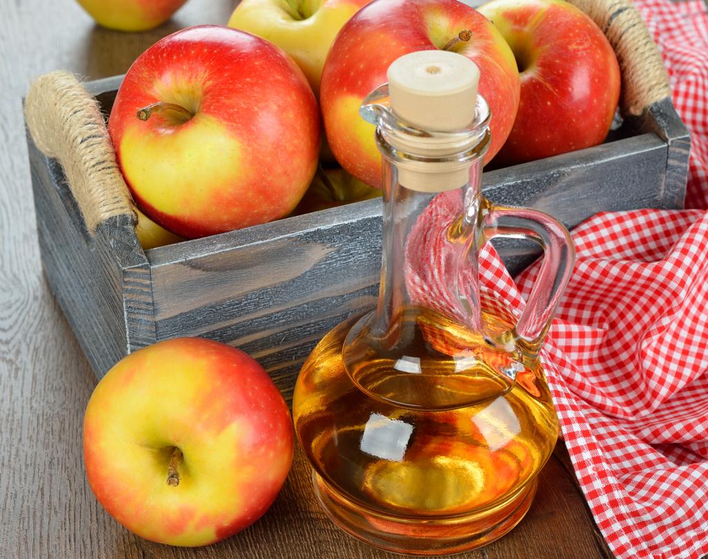 Запах от мочи взрослого человека можно убрать при помощи раствора уксуса