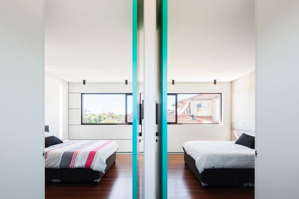 semejnyj-dom-s-betonnym-fasadom10
