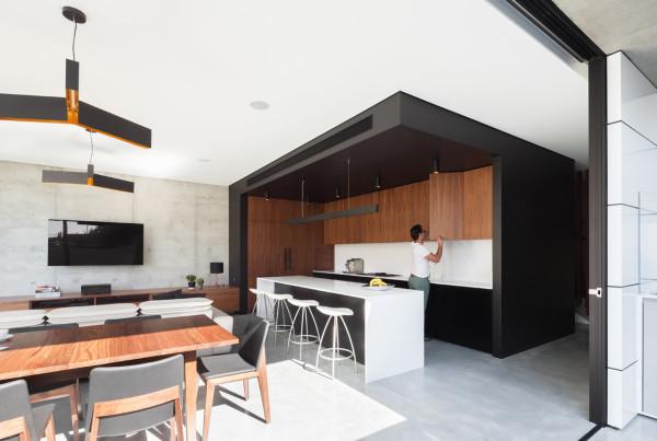 semejnyj-dom-s-betonnym-fasadom5