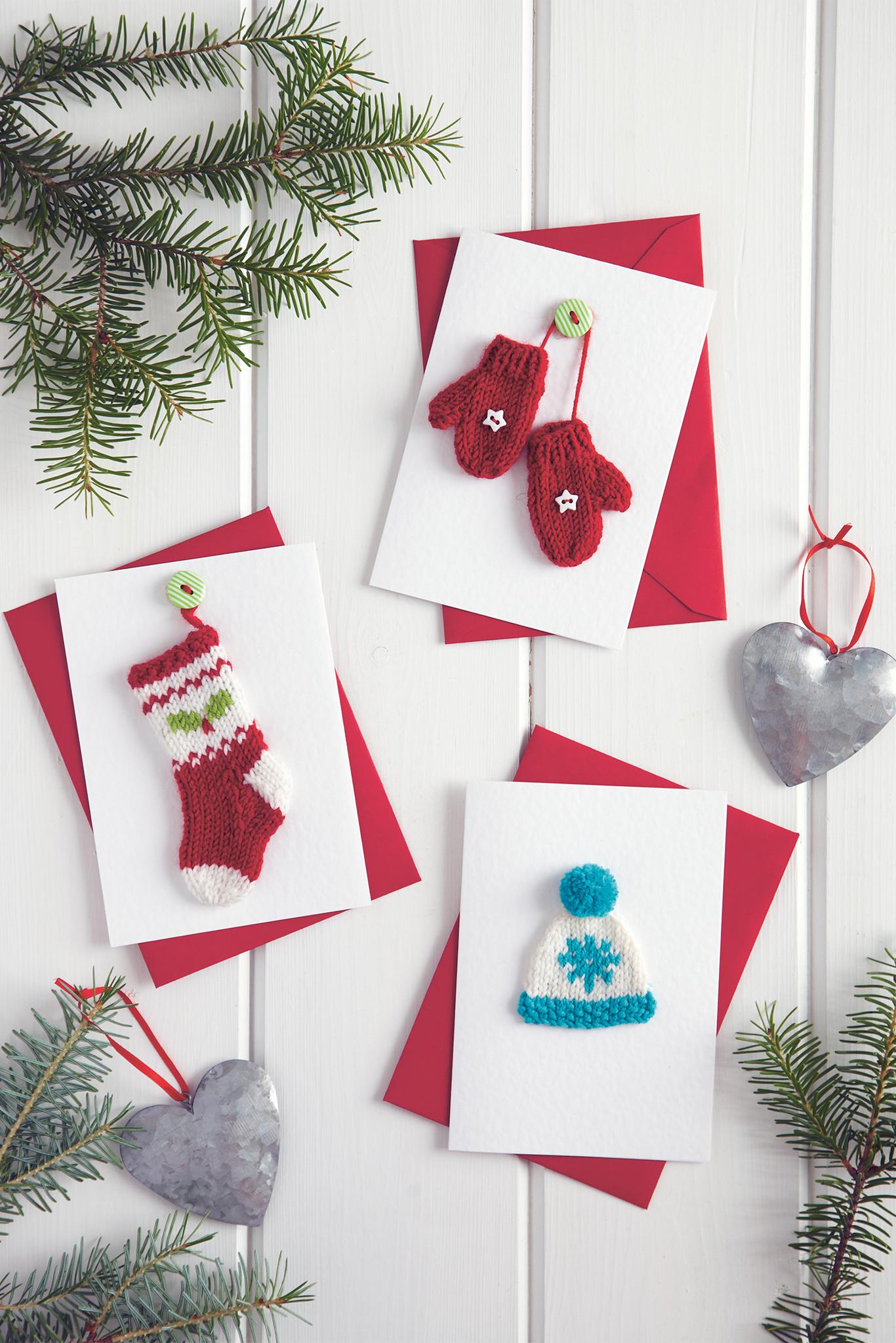 Новогодние открытки с вязанными атрибутами