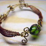 Фото 12: Медный браслет с зеленым камнем