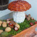 Фото 12: композиция с грибком из газетных трубочек