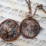 Фото 25: Кулон-медальон с ажурным плетением