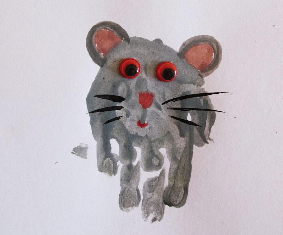 Мышка ладошками