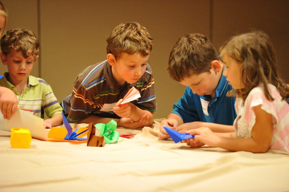 Изготовление оригами детьми