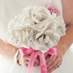 Фото 18: Букет невесты из книжных страниц
