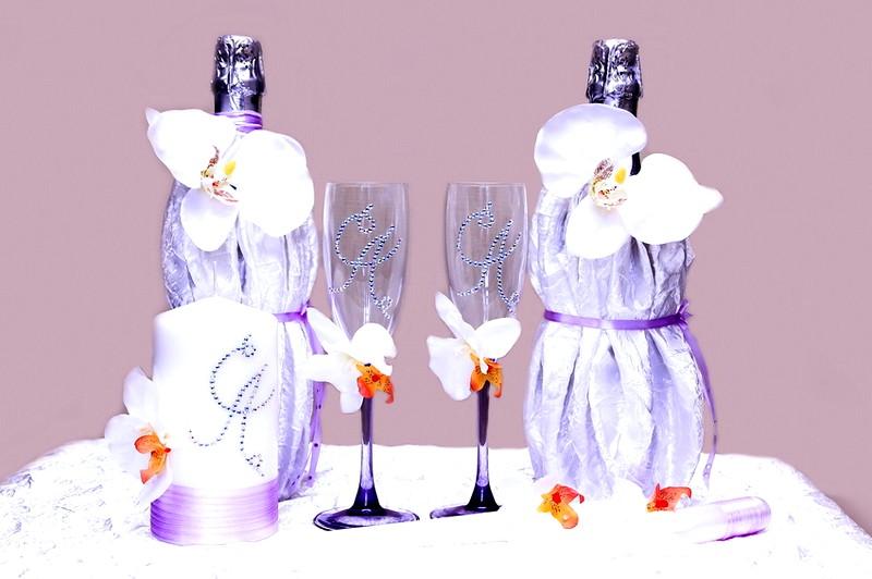 originaljnyy_dekor_svadebnogo_shampanskogo