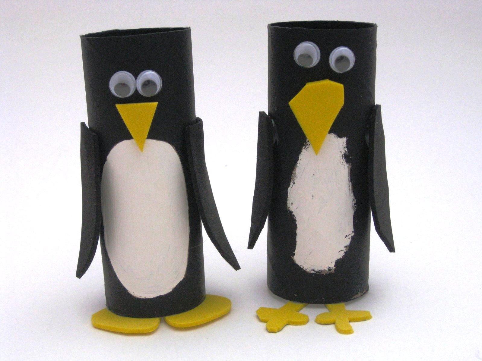 Чтобы получить пингвина, нужно раскрасить втулку в черно-белый цвет