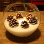 Фото 84: Подсвечник из шишек в вазе