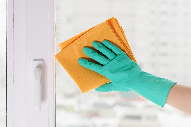 В тряпке для мытья окон должна содержаться микрофибра
