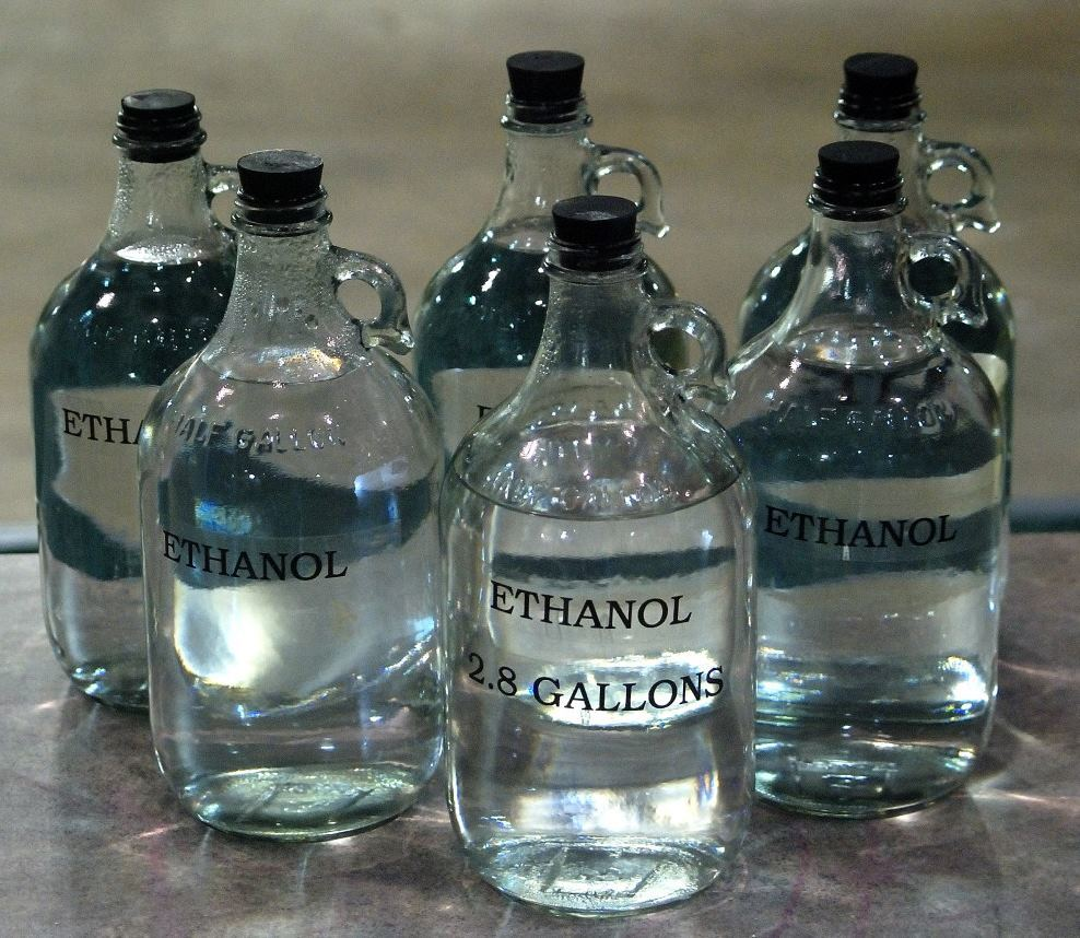 Спирт или бензин могут разрушать стекло