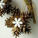 Фото 88: Снежинка из шишек на Новый Год